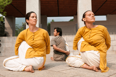 postures yoga Lyon